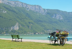 Pralets-lac-annecy-velo